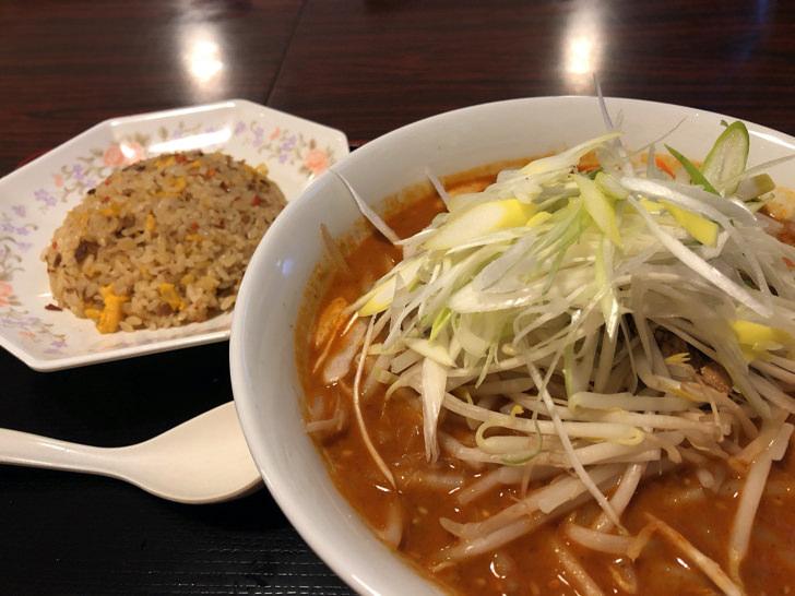 大福苑の担々麺と半チャーハン